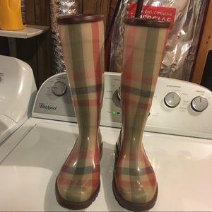 Burberry limited edition rainboot